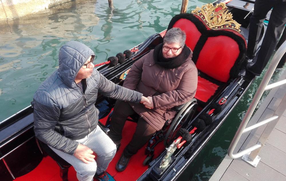 Las personas en silla de ruedas ya pueden viajar en góndola por Venecia