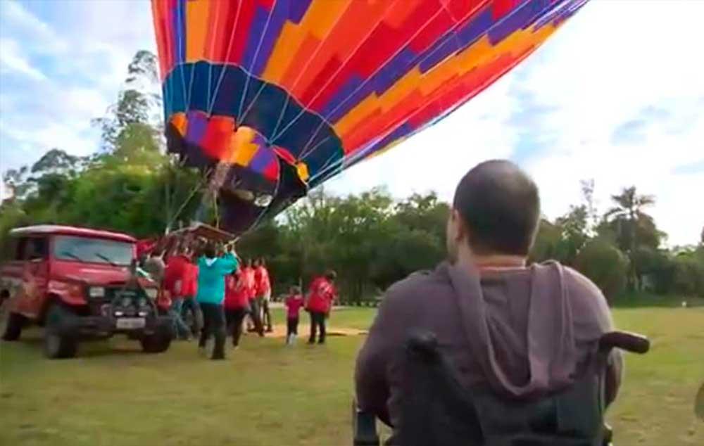 O vendedor Rafael voou pela primeira vez em balão adaptado de São Lourenço, MG