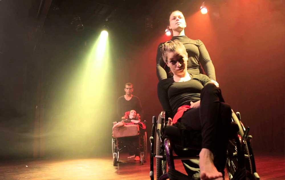 Similitudo é o terceiro espetáculo do Projeto PÉS de Teatro-Dança para Pessoas com Deficiência, estreado em 2015