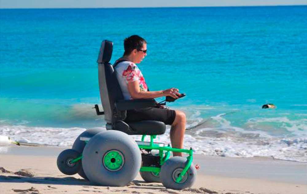 Praia acessível e inclusiva