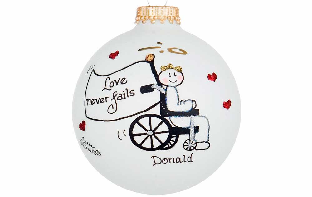 """""""Amor nunca falha"""" é mensagem de cadeirante na decoração de Natal"""
