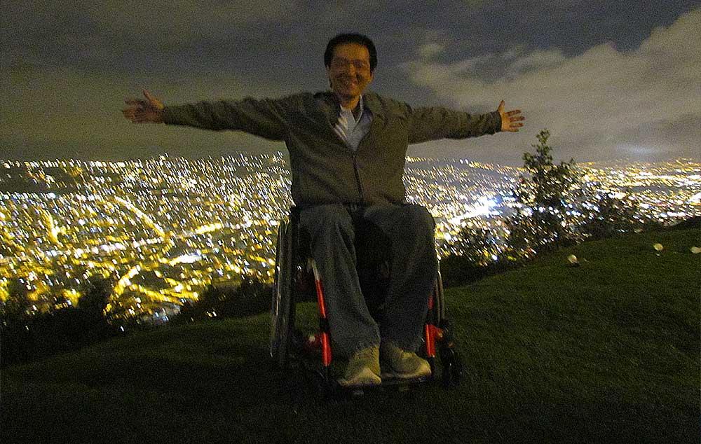 Cadeirante no Mirante do El Panecillo em Quito no Equador