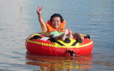 Acessibilidade dentro da água. Opções de equipamentos flutuantes.