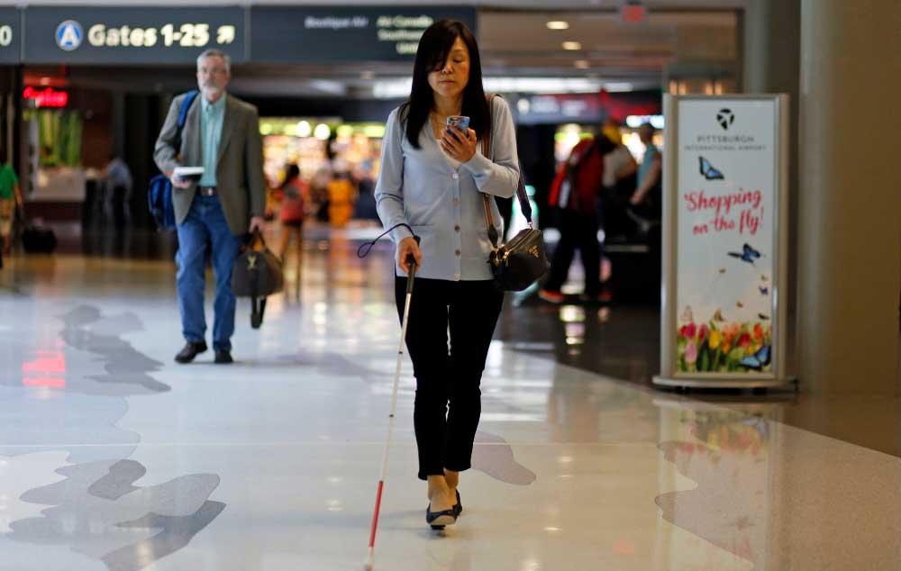 Aplicativo Veever orienta deficientes visuais. Tecnologia auxilia na mobilidade.