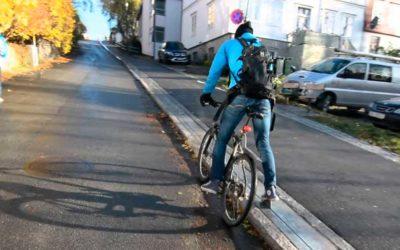 Elevador ajuda a superar ladeira na Noruega. Criado para ciclistas, mas o uso é livre.