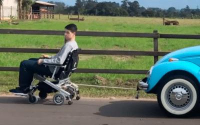 Presente da Divinità pra você. No aniversário de 10 anos da melhor cadeira motorizada do mundo.