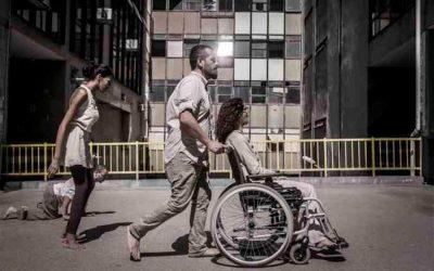 Manifestações artísticas como terapia. Pessoas com deficiência e idosos incluídos pela arte.