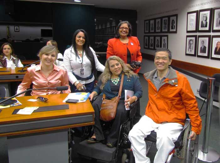 Foto na Câmara de Deputados em Brasília, com Fernanda Zago, Ricardo Shimosakai, Rosinha da Adefal e Jani Nayar
